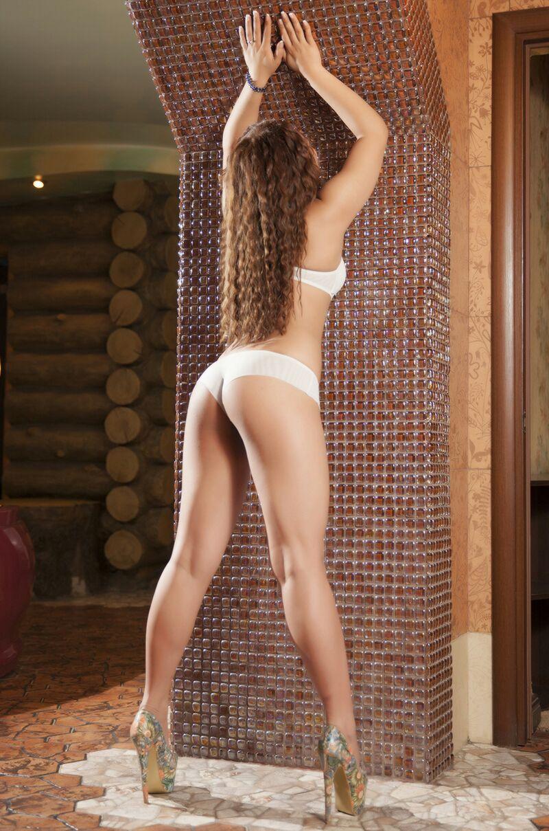 Samina escort model