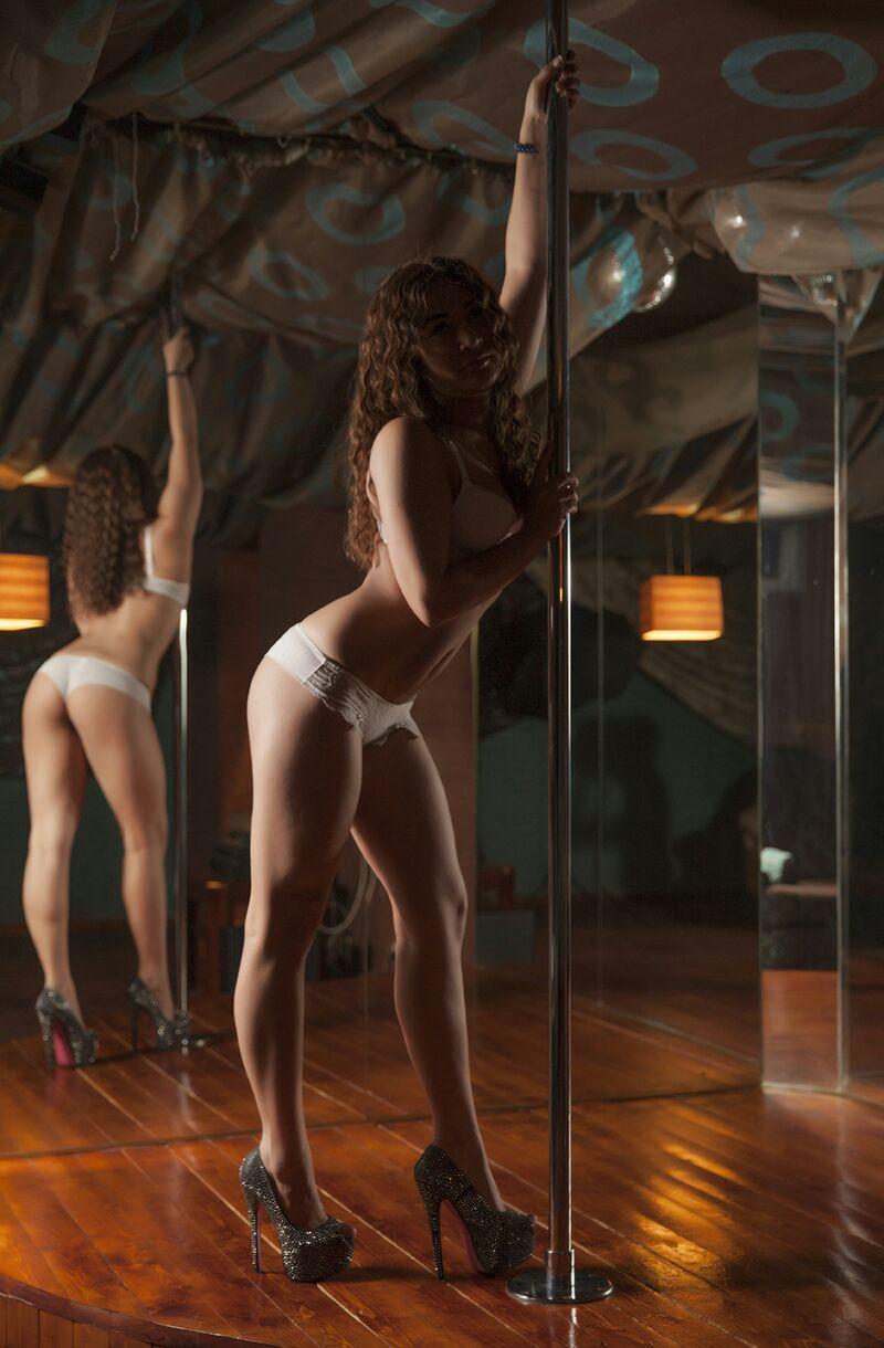 Samina eskort modeli