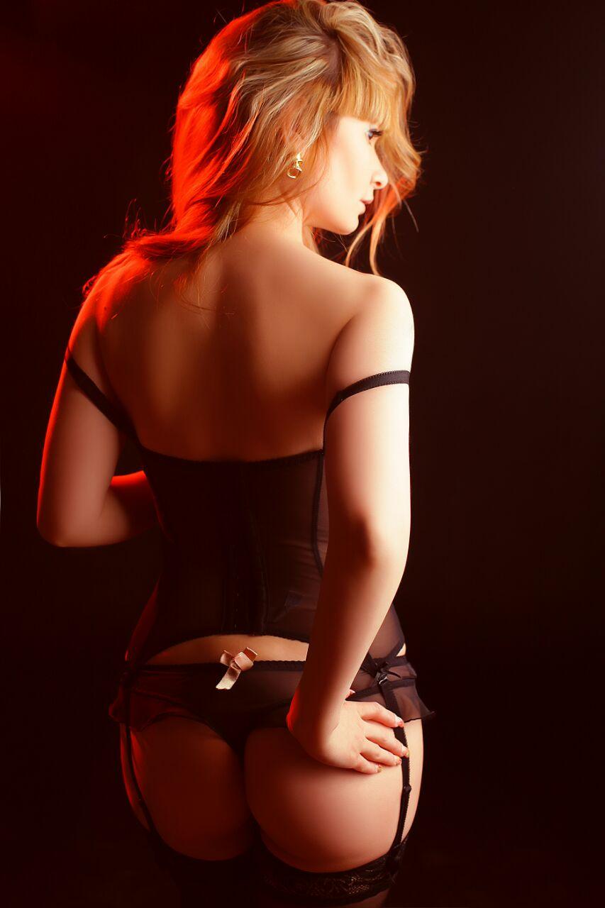 Lina escort model