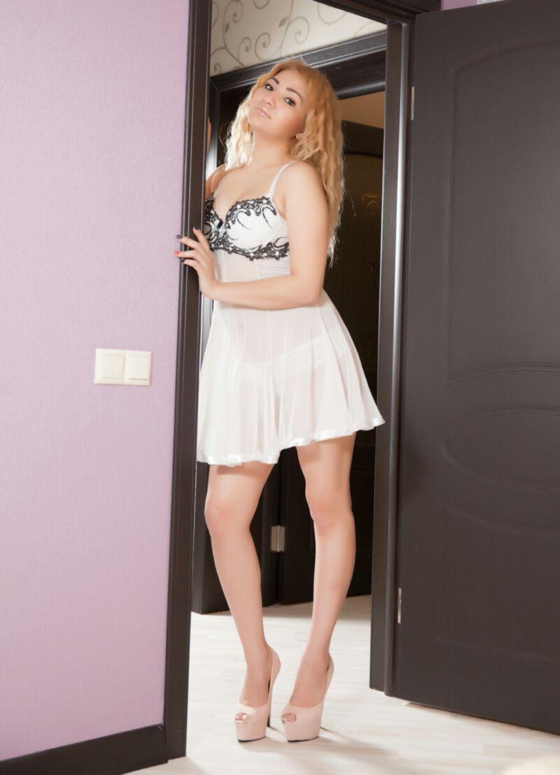 Zarina escort model