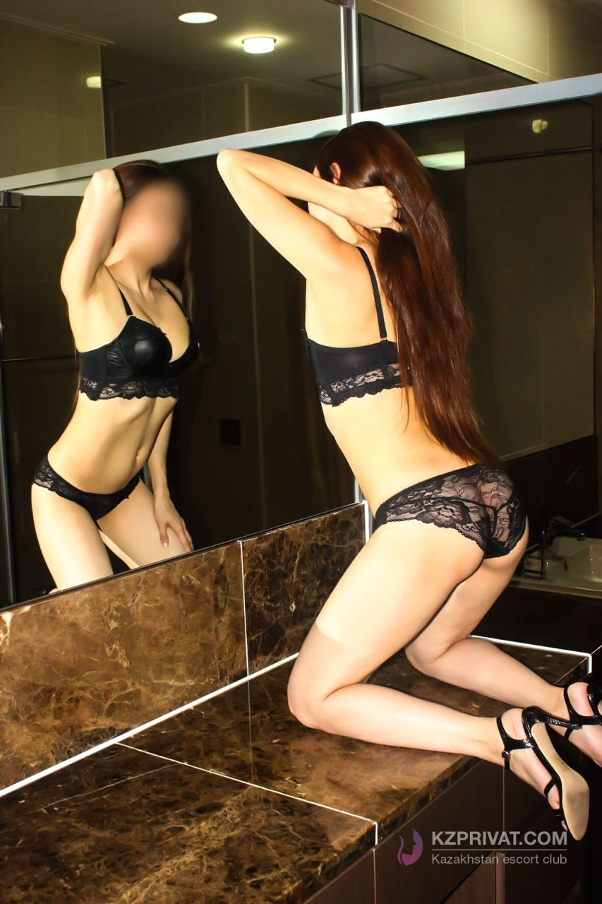 Kamilla escort model